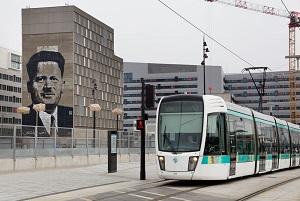 le_tram_t_3_-_station_avenue_de_france.jpg